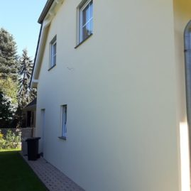 Fassade mit schmutzabweisenden Eigenschaften und Filmschutz gegen schnellen Algen- und Pilzbefal